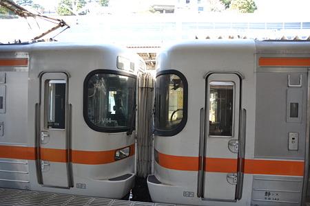 併結部(313系3000番台 ←新/旧→)@熱海駅[4/5]
