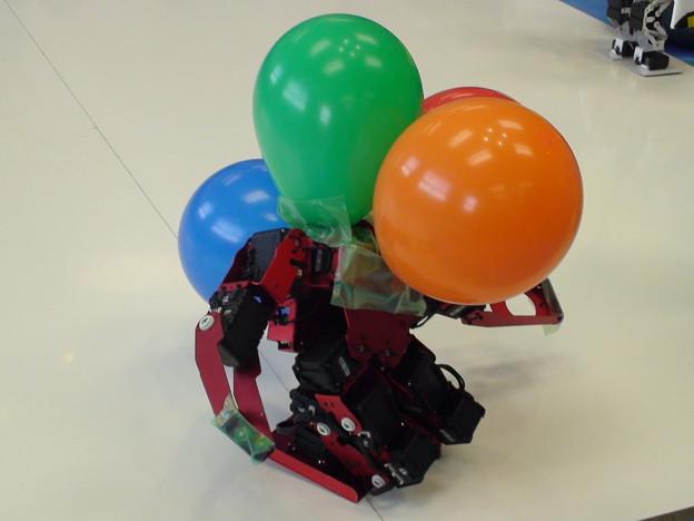 風船割りゲームで風船だらけになったTINYWAVE