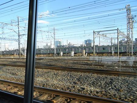 E231系湘南新宿ライングリーン車1Fの車窓2