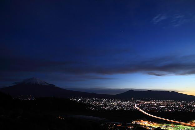 Photos: 夜明け前の富士山 1月2日