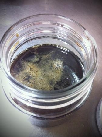 夜中にいきなり黒蜜を作るなど。