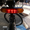 写真: 3-in-1 Electronic Bike Horns with Brake Light and Turning Signals