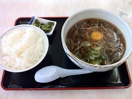 道央道砂川SA 月見そば+ライス