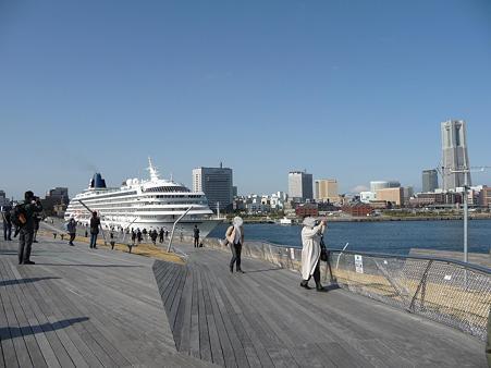 100322-大桟橋 客船2隻 (125)