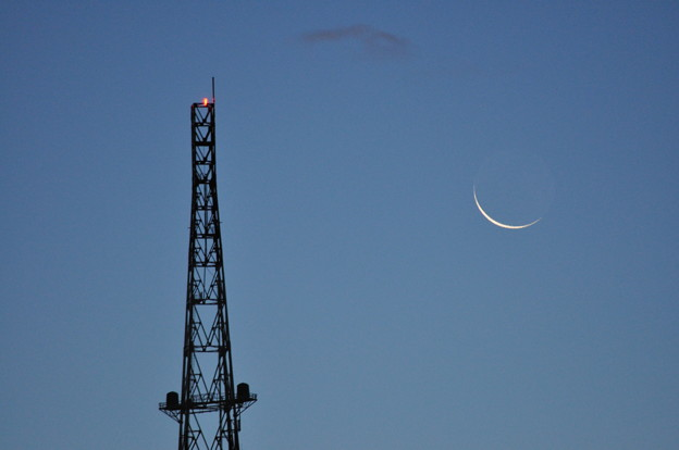 Photos: 鉄塔と月