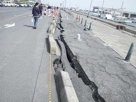 震災後の那珂湊港堤防