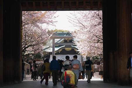 2011.04.11 靖国神社 拝殿