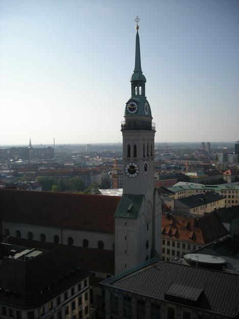 新市庁舎から見たペーター教会の塔