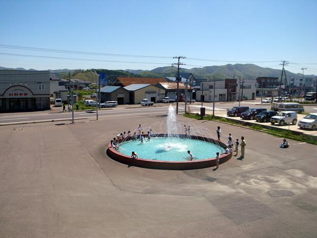 Photos: 噴水で水遊び