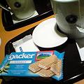 写真: エクセルシオールでお茶して帰る。ローカーのウェハース大好き。帰っ...