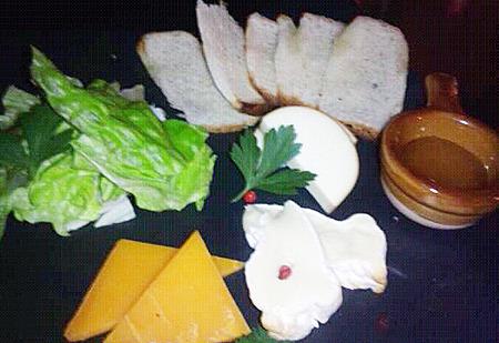 チーズの盛り合わせ(ハチミツ添え)