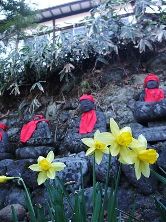 温泉神社の地蔵たち