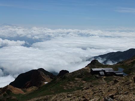 雲海に浮かぶ天狗山荘